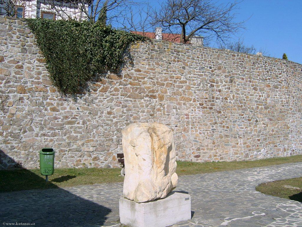 024 Kadaň - hradby