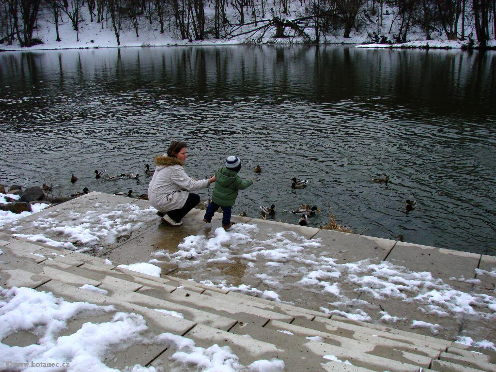 027 Kadaň - nábřeží Maxipsa Fíka v zimě