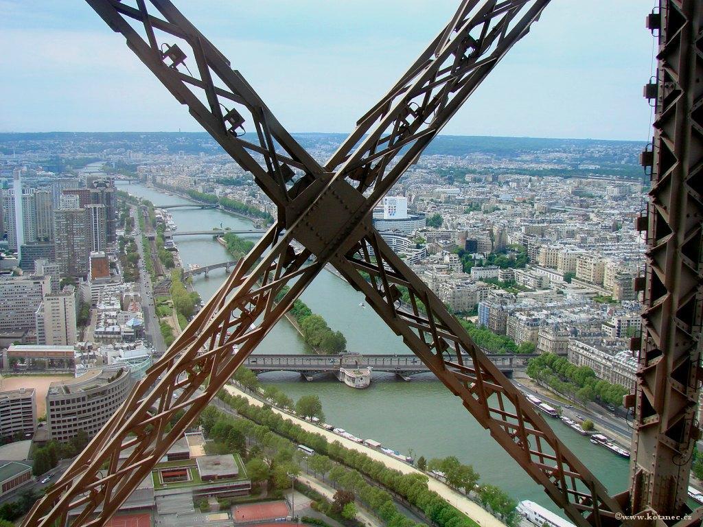 030 Paris - pohled z Eiffel tower