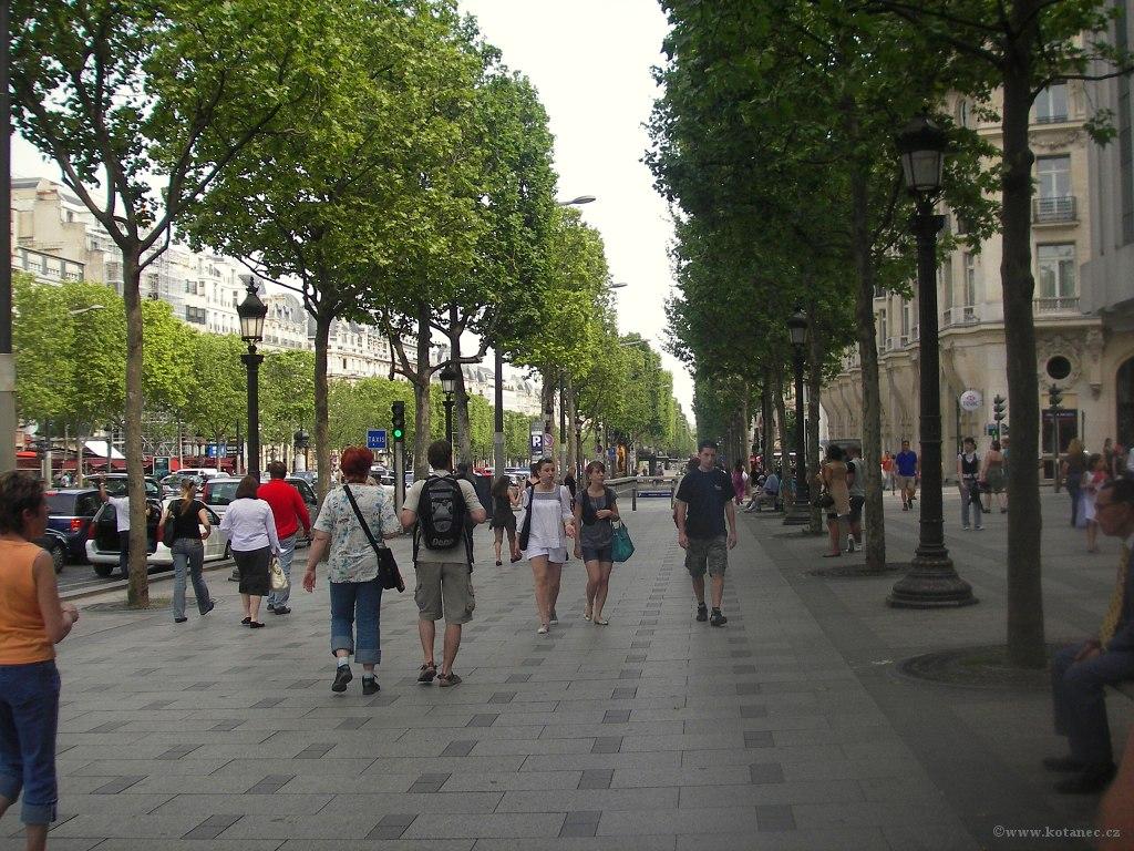 041 Paris - Champs-Élysées - Paříž