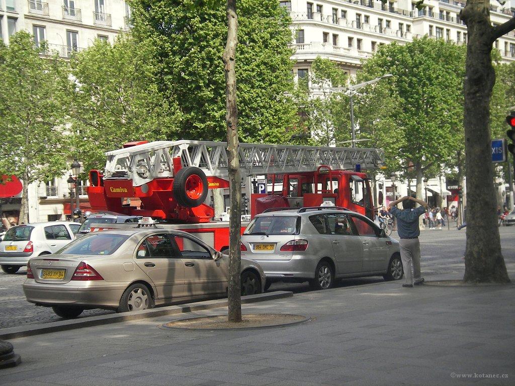 042 Paris - Champs-Élysées - Paříž