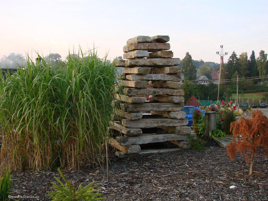 06 Doubice - Stará hospoda - dřevěné sochy