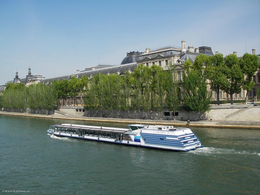 076 - Paris - Louvre - Seine - Paříž