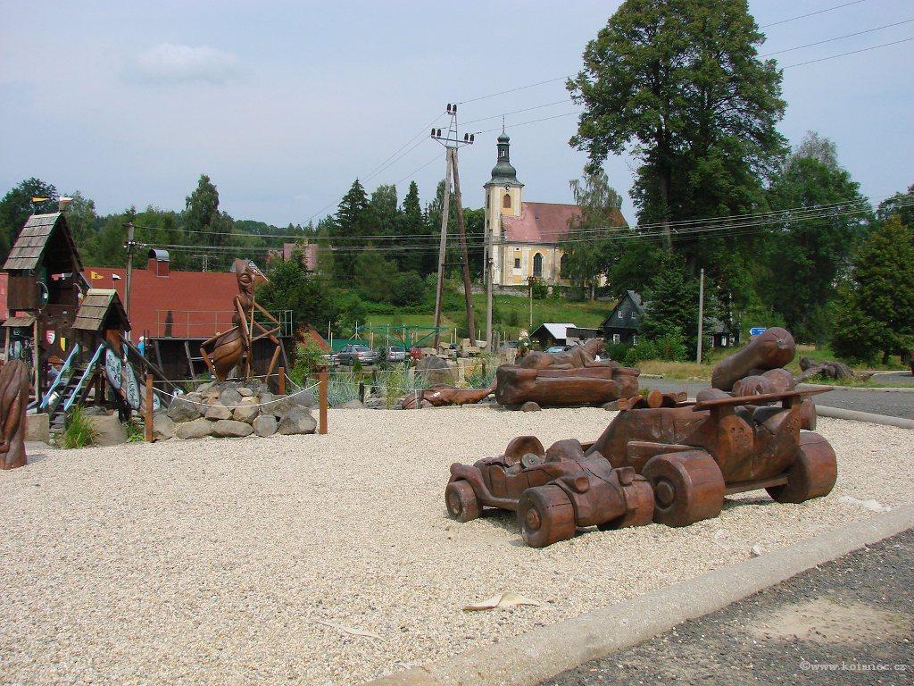09 Doubice - Stará hospoda - dřevěné sochy