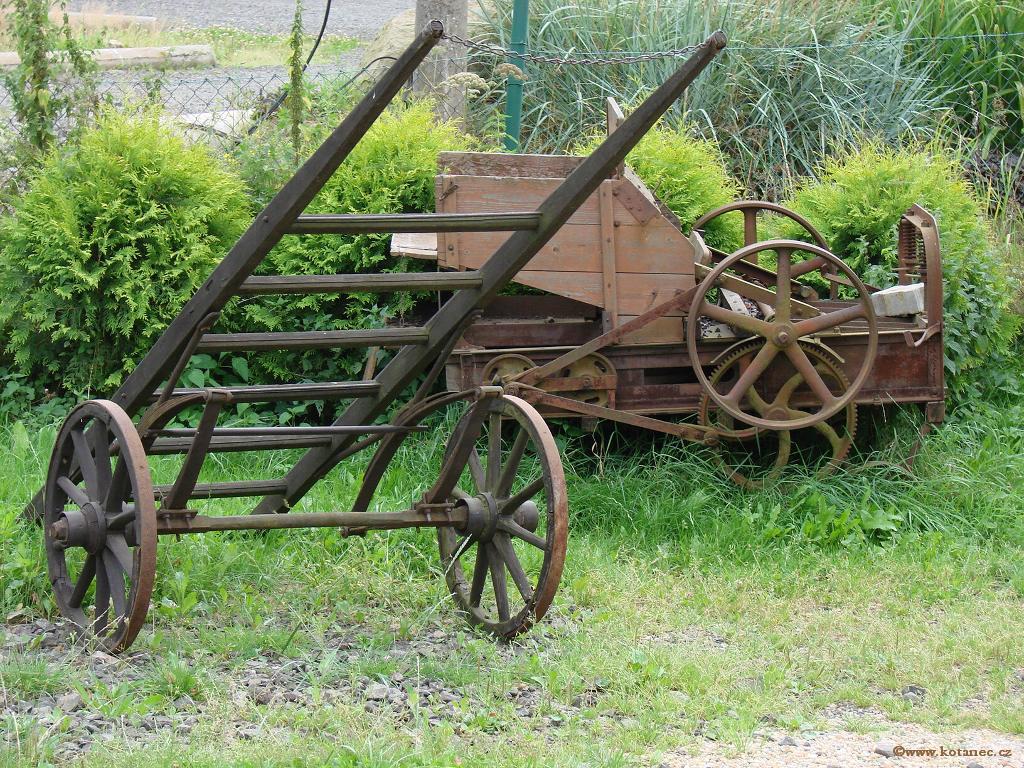 11 Doubice - Stará hospoda - dřevěné sochy