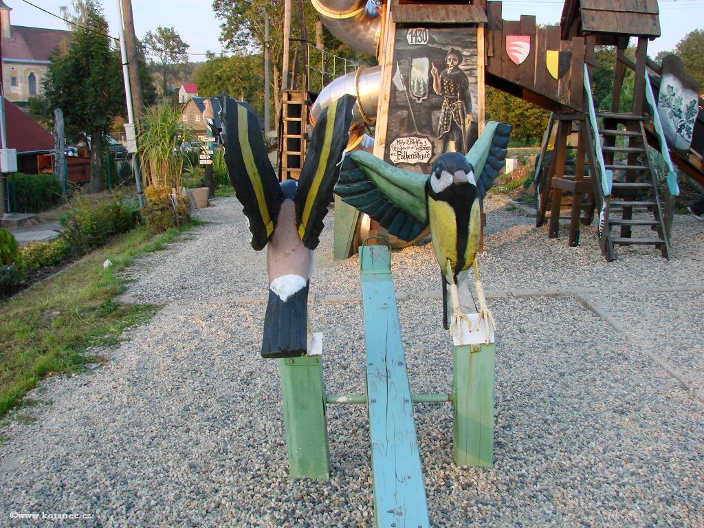 12 Doubice - Stará hospoda - dřevěné sochy