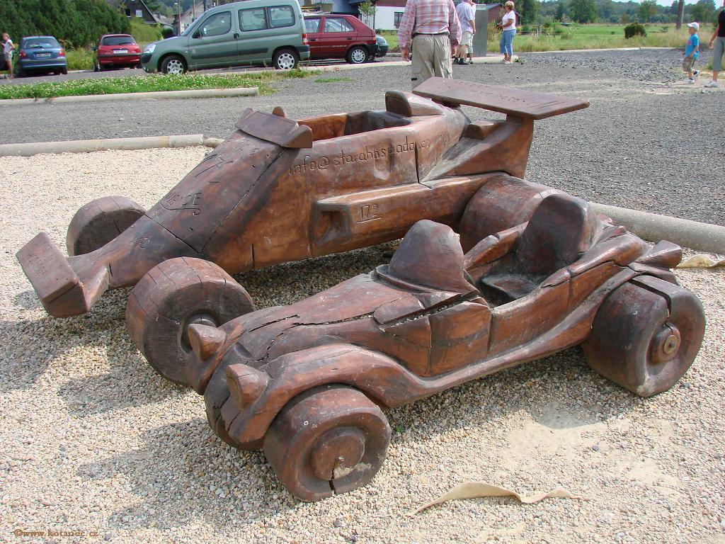 21 Doubice - Stará hospoda - dřevěné sochy