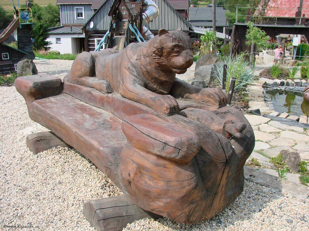 22 Doubice - Stará hospoda - dřevěné sochy