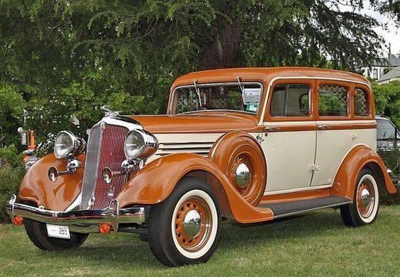 27 - 1932 CHRYSLER 8 sedan