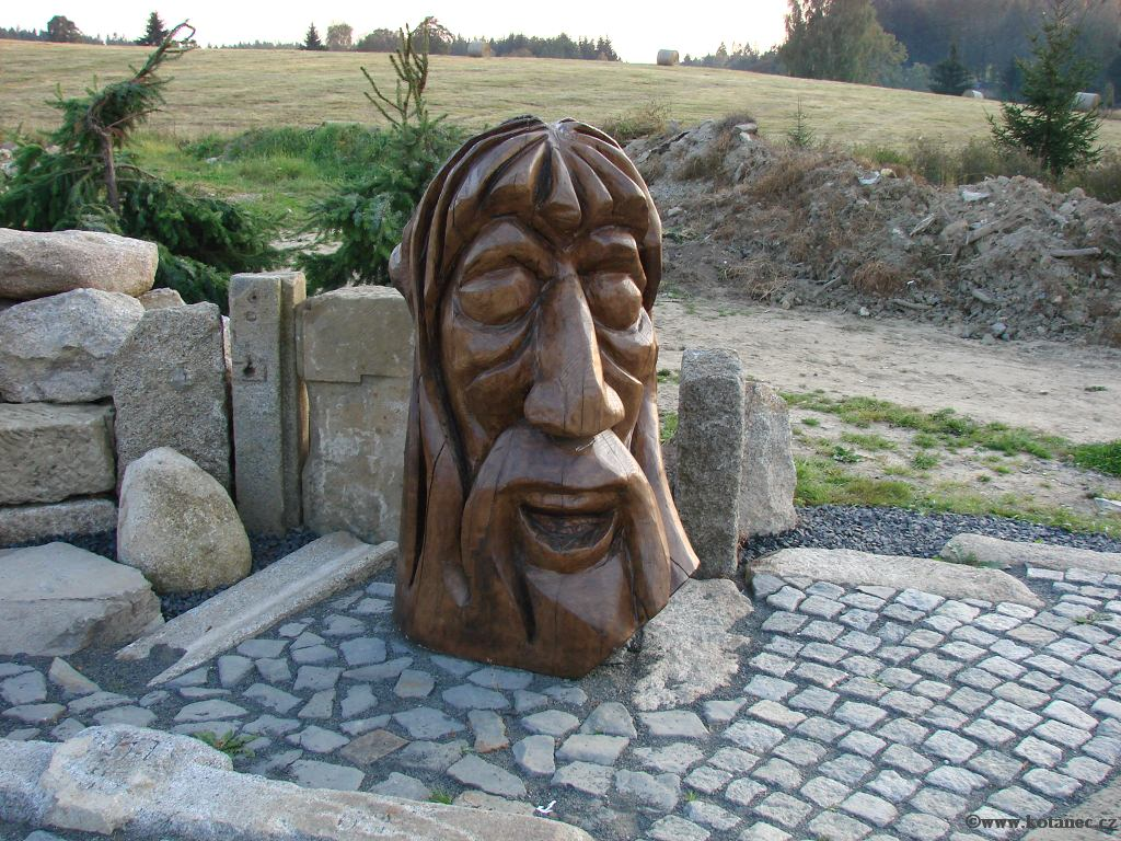 31 Doubice - Stará hospoda - dřevěné sochy