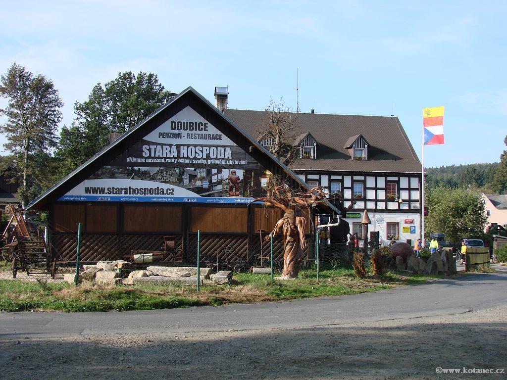 37 Doubice - Stará hospoda - dřevěné sochy